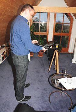 Thomas Terrail bei der Raummessung
