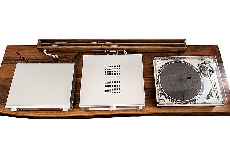 Kabelselektor Draufsicht mit Audiokomponenten