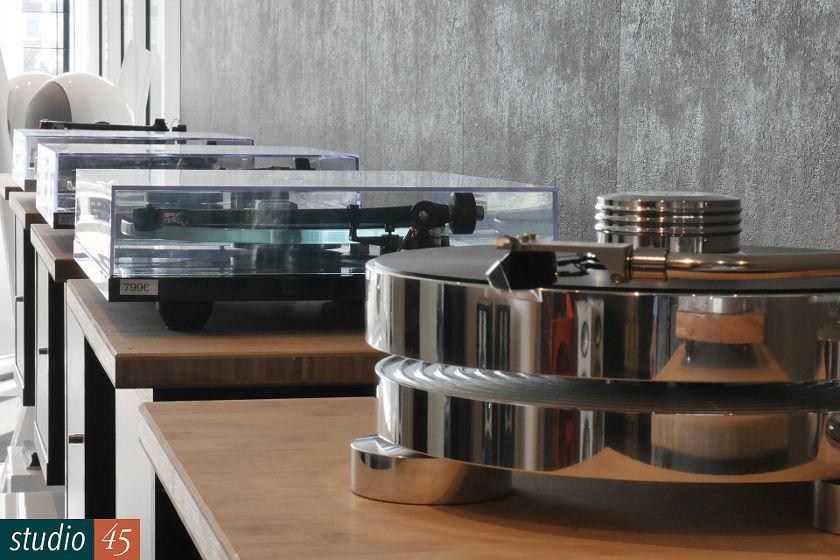Studio45 Plattenspieler im Eingangsbereich