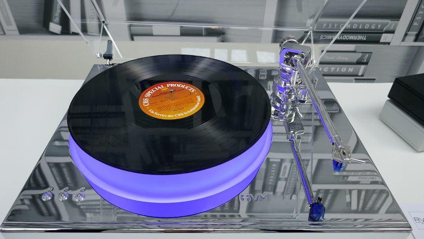 "Plattenspieler AVM Rotation R5.3 Cellini"" mit Ortofon Blue System und EllipsoCentric Belt Drive"