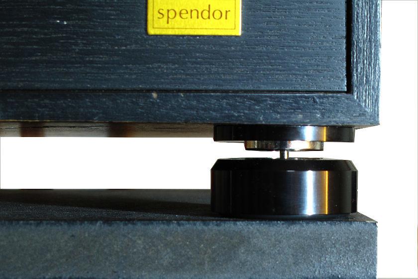 Spendor-Speaker auf Neo Lev