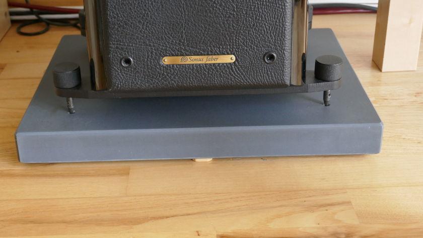 Schieferplatte auf Parkett