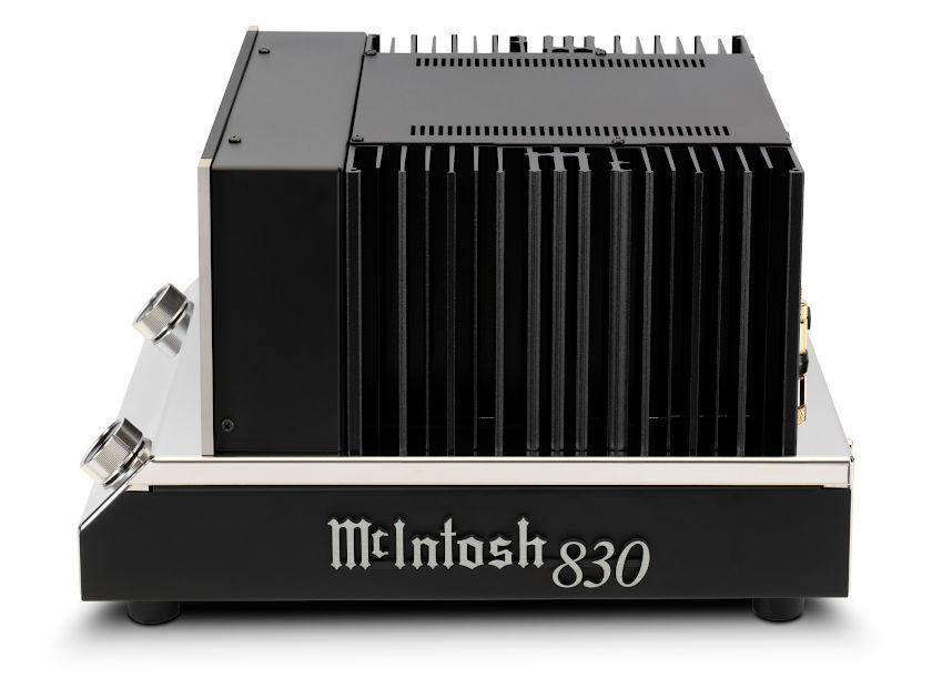 Monoblock Verstärker MC830 von der Seite