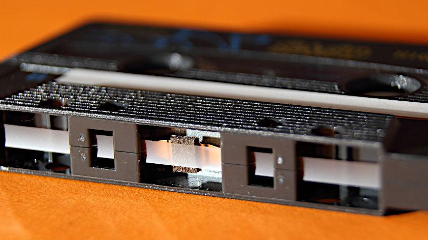 Unterseite der Cassette mit transparentem Vorspannband
