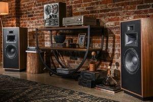 Mit den Forte IV liefert Klipsch Audio Premiumlautsprechern in bester Qualität