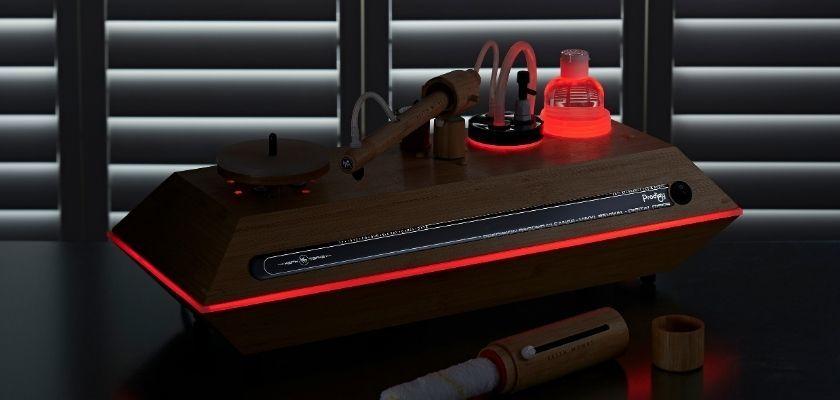 Keith Monk Plattenwaschmaschine mit roter Beleuchtung