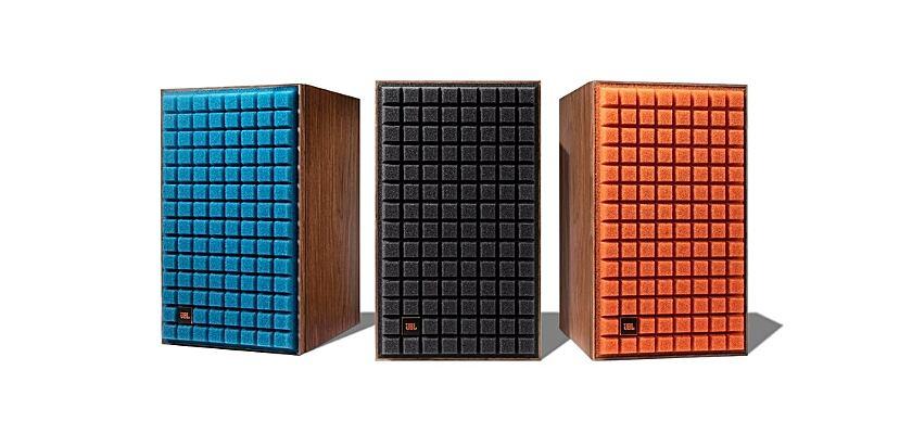 Die JBL L52 Classic Lautsprecher wird es in drei Farben geben (Blau, Schwarz, Orange v. l.)
