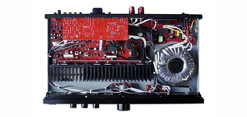 Einblick ins Innere des BC Acoustique EX-214 Stereo Verstärkers