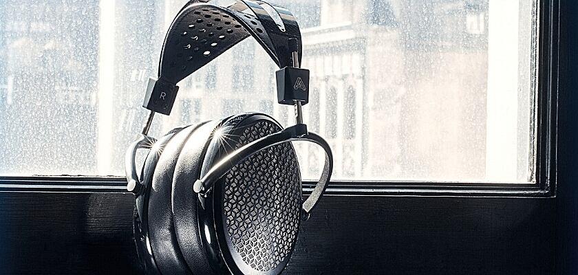 Ab Oktober 2021 soll der Audeze CRBN Kopfhörer zu haben sein