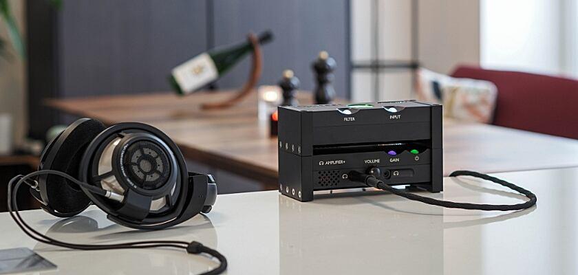 Der Chord Electronics ANNI-Vollverstäker im Einsatz mit Kopfhörern
